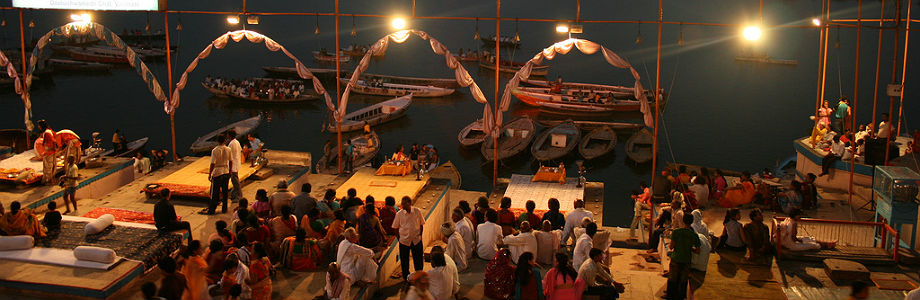 Ceremonia en el río Ganges (Varanasi)